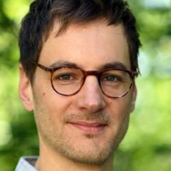 Dr Dirk  Paul